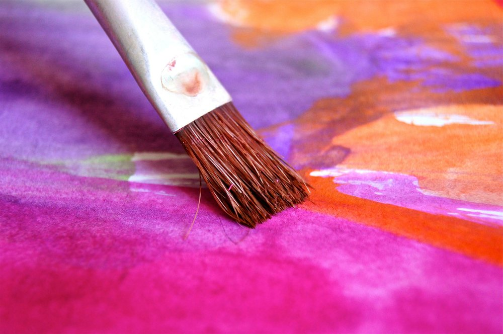Paint brush painting to represent crafts affiliate programs