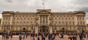 You can earn from travel affiliate programs for the UK from tourists booking holidays in Britain, Brits flying out to sunnier destinations, and those booking holidays at home.