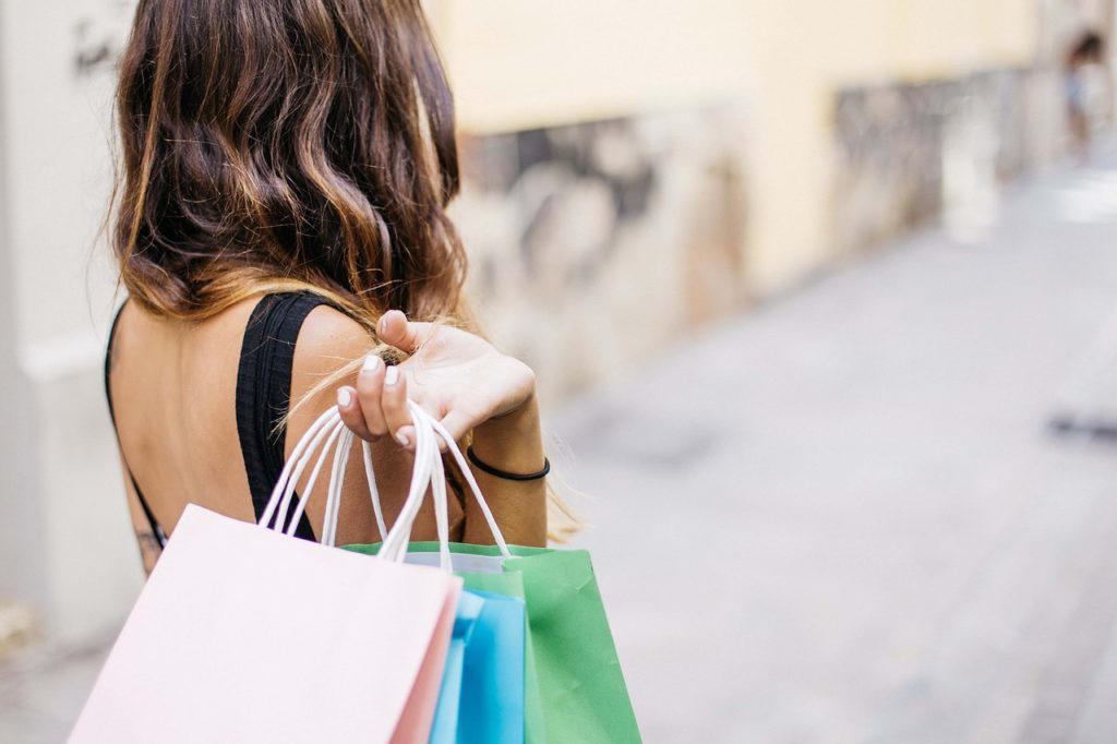 woman carrying shopping bags to represent shopping affiliate programs