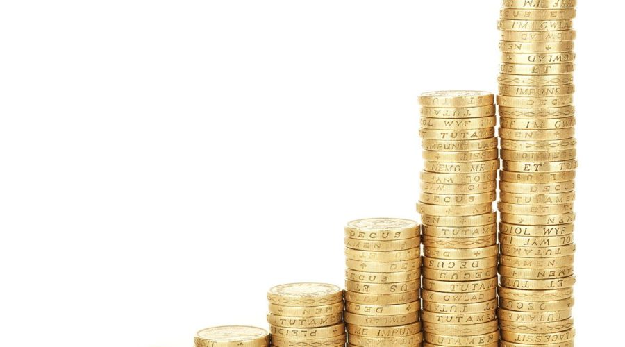 stacks of coins increasing in height to represent budgeting affiliate programs