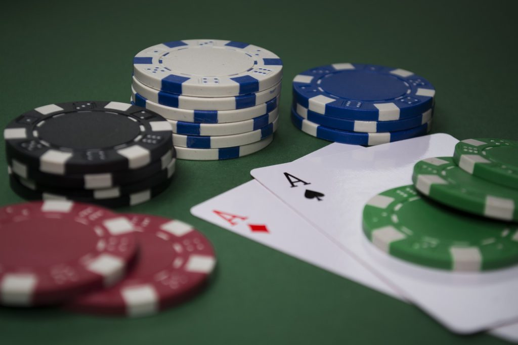 poker chips and a pair of aces to represent poker affiliate programs