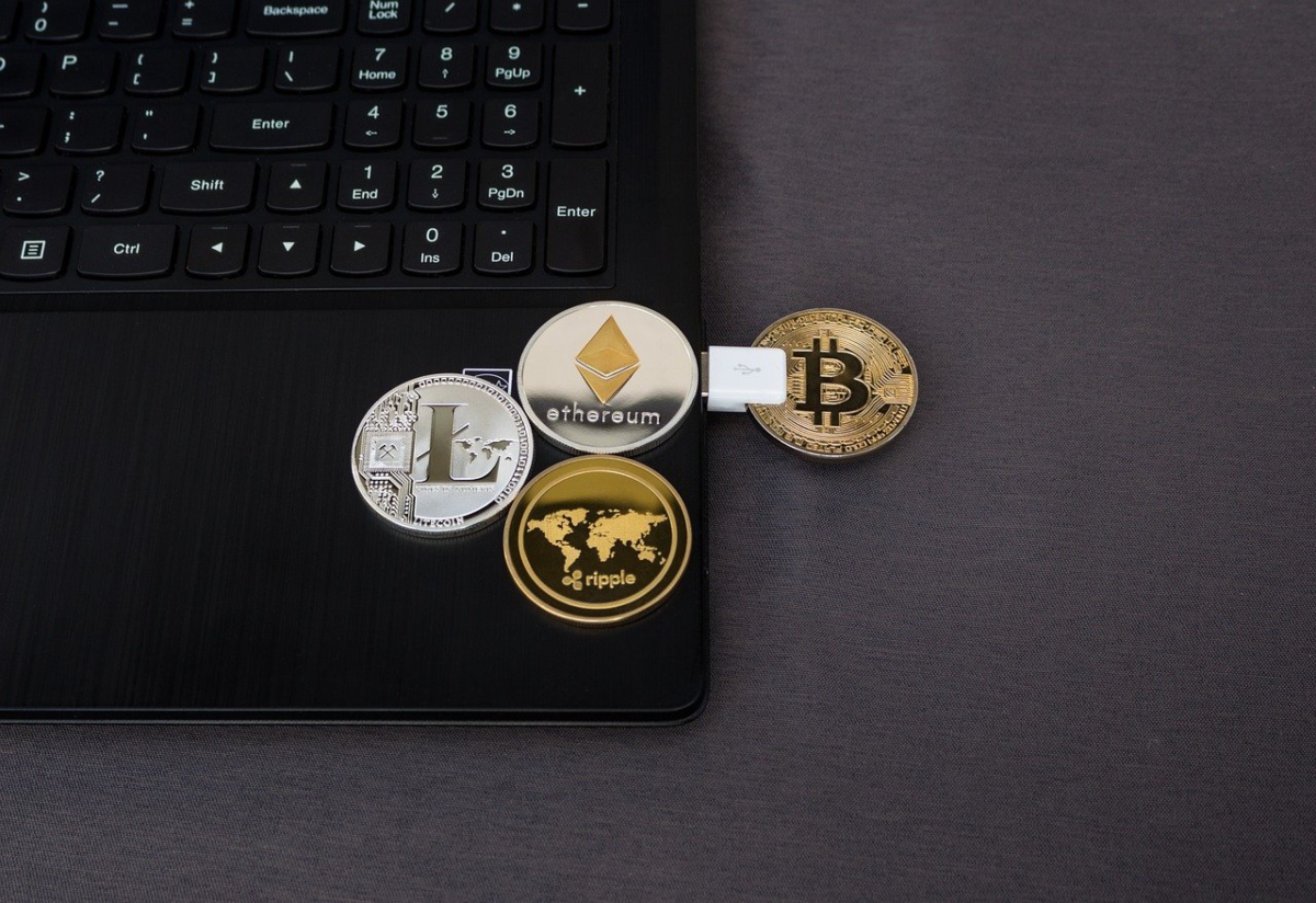 Crypto exchange affiliate programs pay publishers ongoing commissions of trading fees paid by customers. The image shows the logos of the four popular altcoins: Bitcoin, Ethereum, Libra and Ripple.
